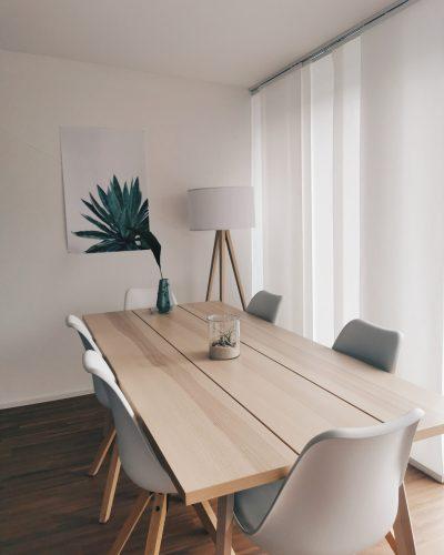 Meble w jadalni - stół i krzesła