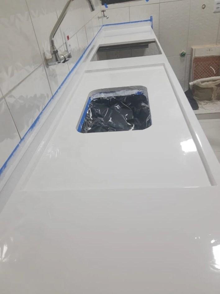 resina epóxi pia cozinha branca
