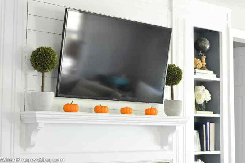 Fall decorating ideas for your living room - Early Fall Home Tour from WifeinProgressBlog.com