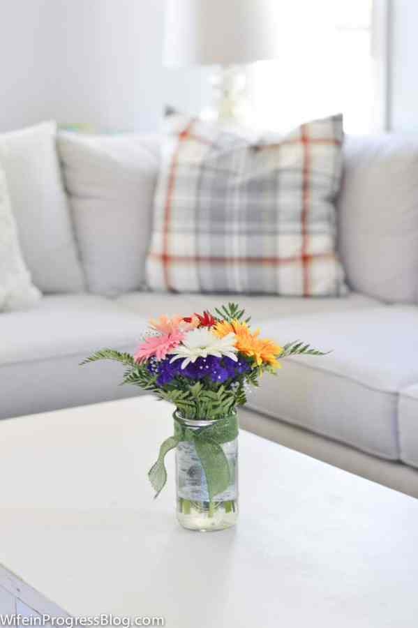 Fall decorating ideas for your living room - Early Fall Home Tour from WifeinProgressBlog.com. Just add fresh flowers!