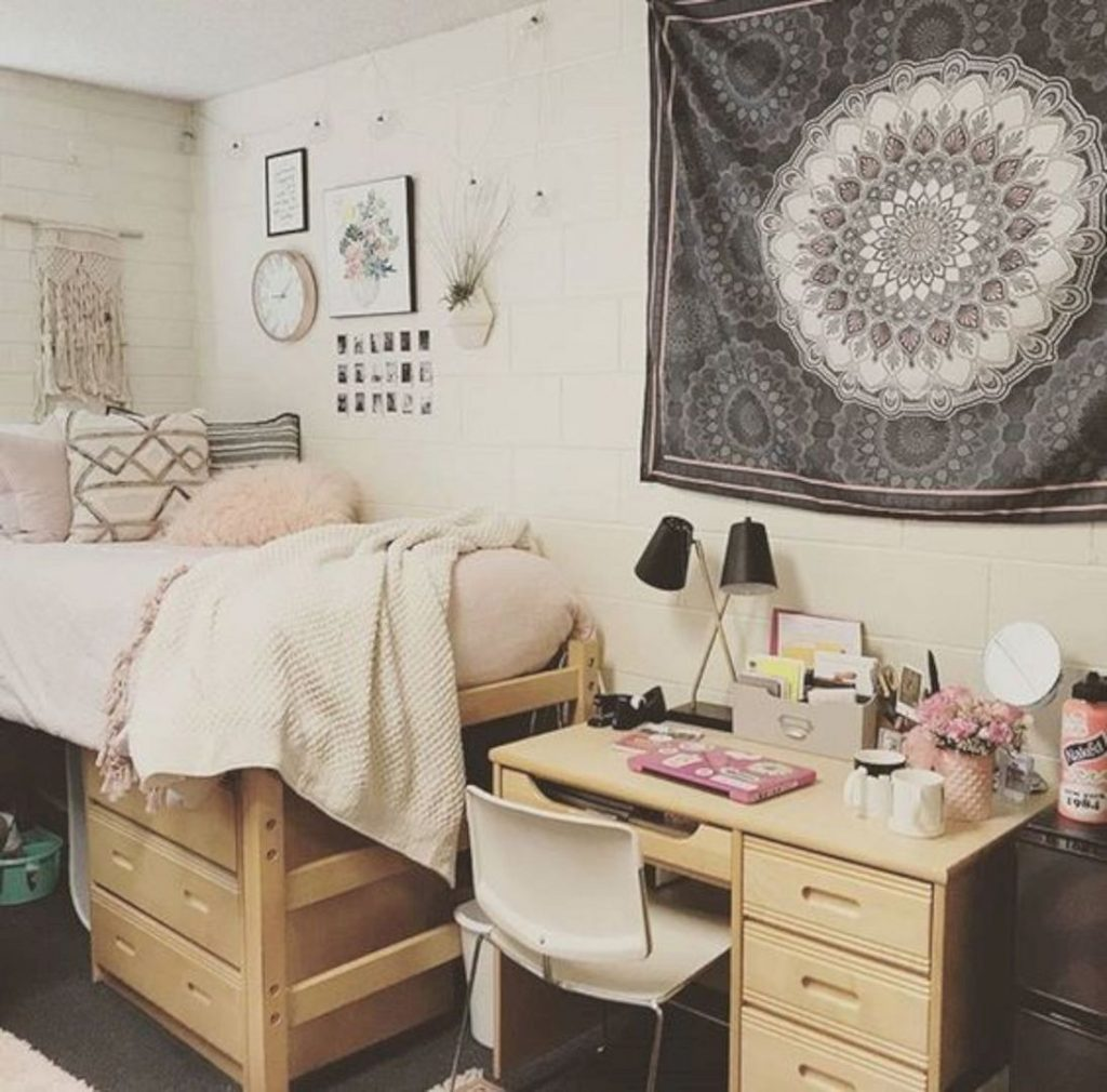 Decorating A Dorm Room For 200 Or Less Porch Daydreamer