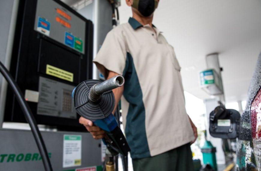 Petrobras anuncia mais um reajuste para gasolina e diesel a partir desta terça-feira (26)