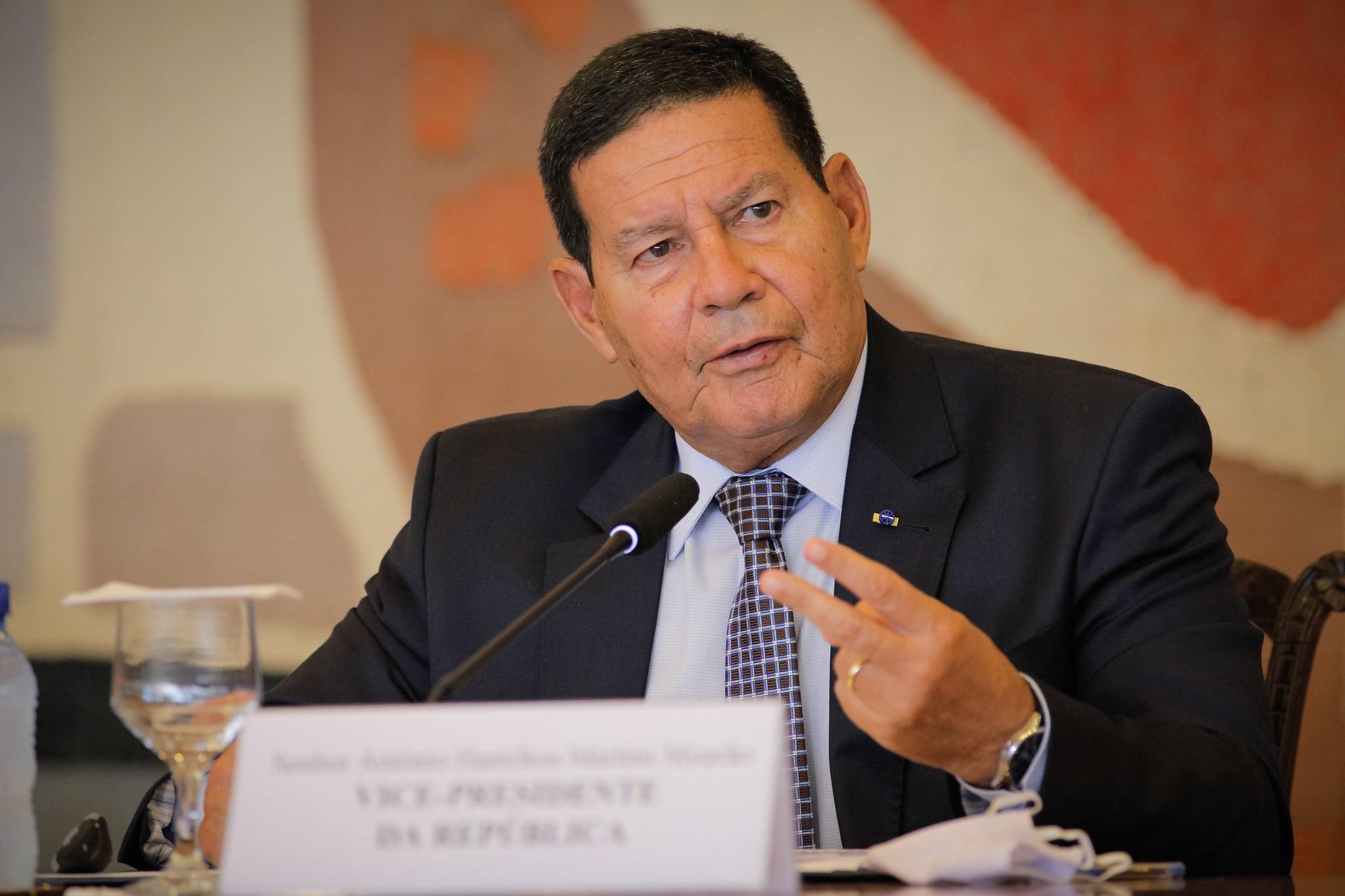 Mourão garante eleições no próximo ano: 'não somos República de Banana'