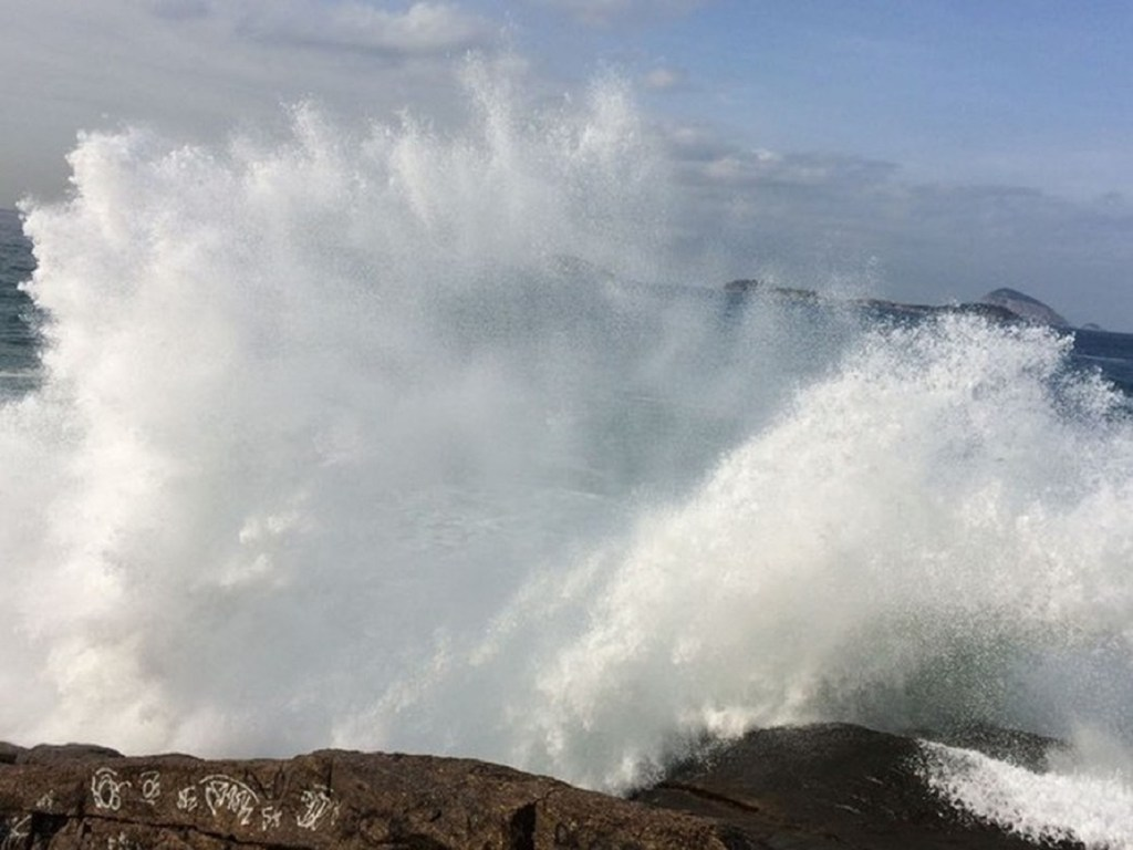 Marinha alerta para ondas de até 2,5 metros no RN e recomenda cautela para quem for navegar; aviso é válido até terça-feira