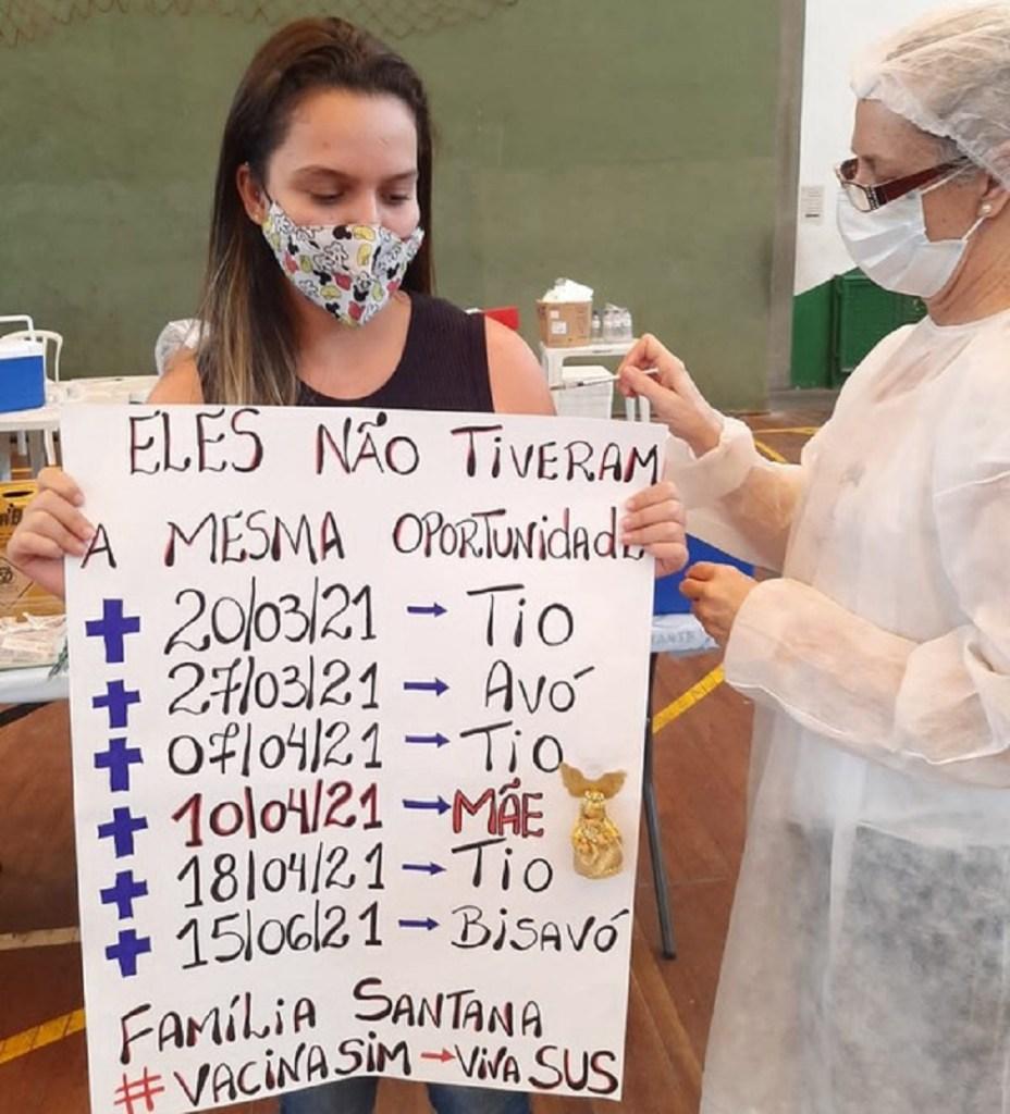 Adolescente que perdeu mãe e 5 familiares para a Covid em menos de um mês comove ao ser vacinada; Bruna Santana Prates Gomes tem 15 anos