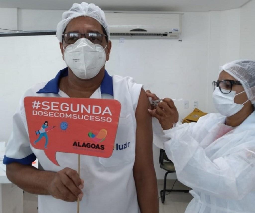 Aplicação da segunda dose já é predominante no Brasil, de acordo com o Ministério da Saúde