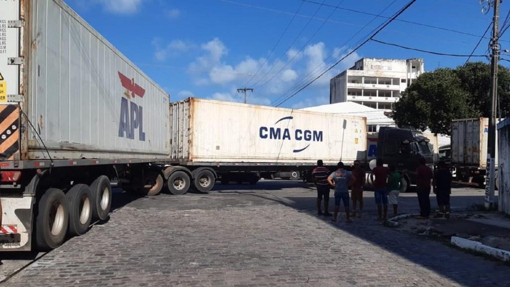 Com alta demanda de exportações de frutas, Porto de Natal registra engarrafamento de caminhões