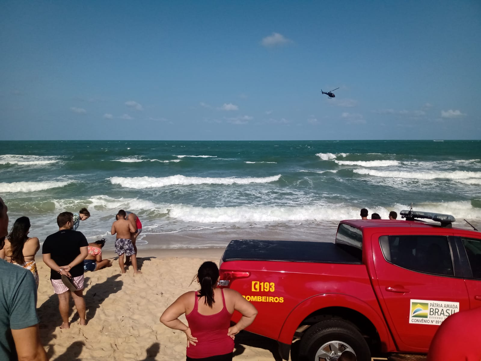 Dois banhistas morrem afogados e um segue desaparecido na praia da Redinha