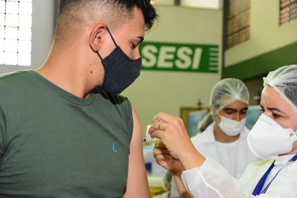 Mossoró avança na imunização e já vacina adolescentes de 16 anos sem qualquer comorbidade