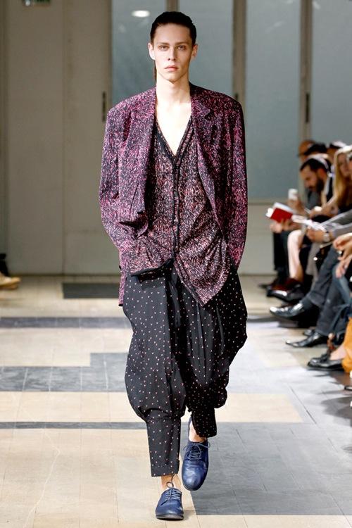Paris Fashion Week   Yohji Yamamoto Spring/Summer 2012