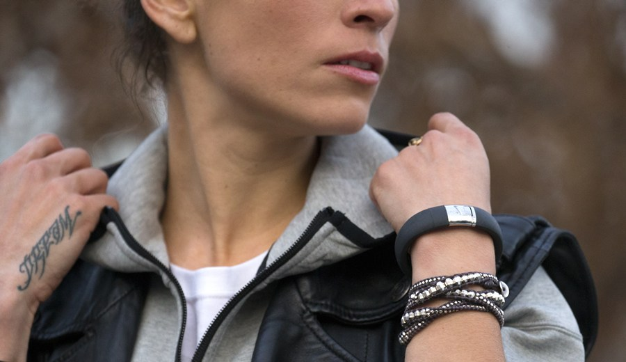 nike-fuelband-metaluxe-se-silver-edition-2-1200x520