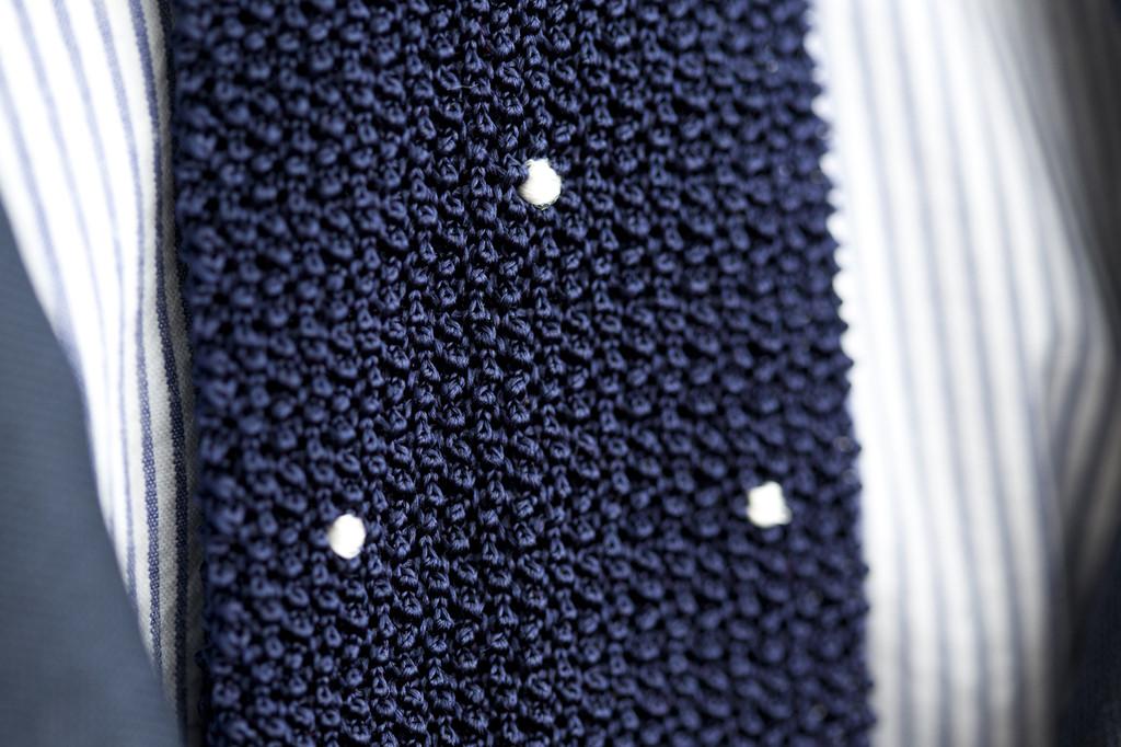 drakes-hodinkee-navy-silk-knit-tie-2014-2