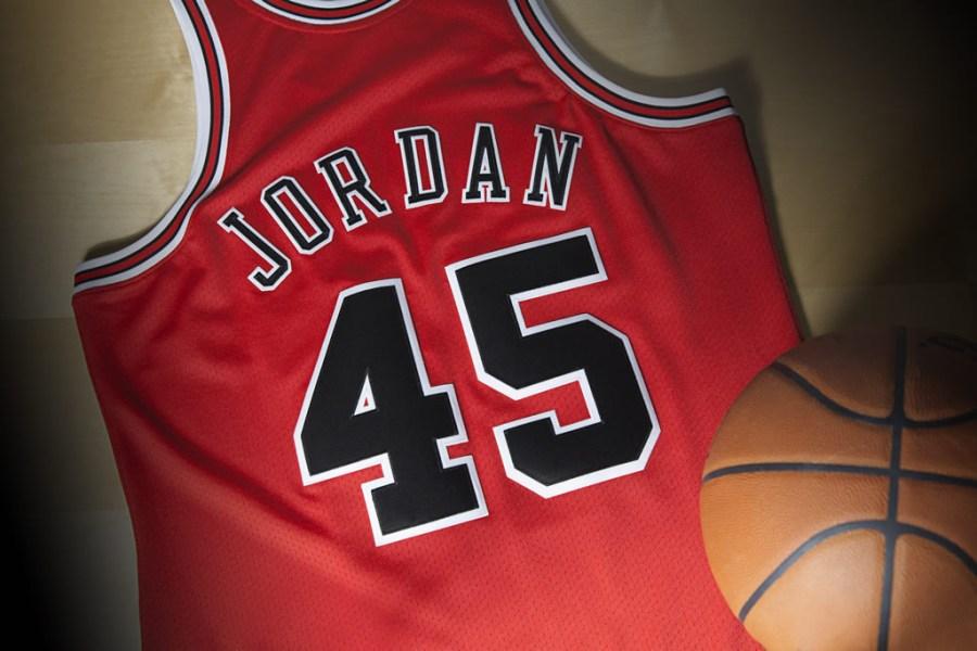 michael-jordan-comeback-jersey-no-45-bulls-1995-1