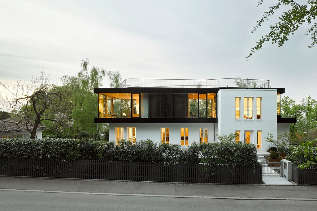 Behnisch Architekten Turns a 1930's House into a Modern Space