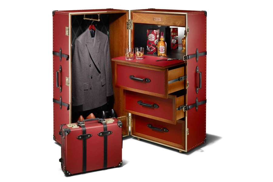 The-Chivas-Regal-Travel-Trunk-on-Globe-Trotter-01