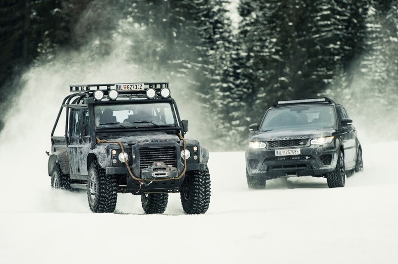 The-Land-Rover-Defender-in-Spectre-One-Last-Ride-05