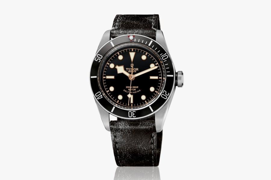 The-New-TUDOR-Heritage-Black-Bay-Black-Submariner-Watch-01