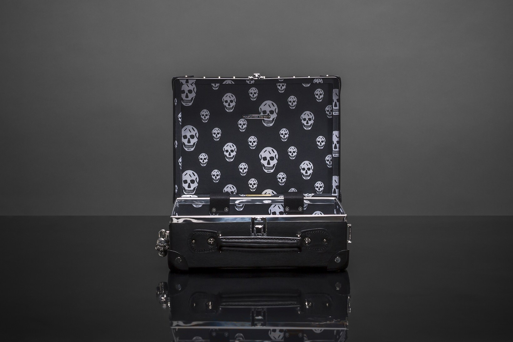 alexander-mcqueen-globe-trotter-luggage-skulls-studs-ss16-4