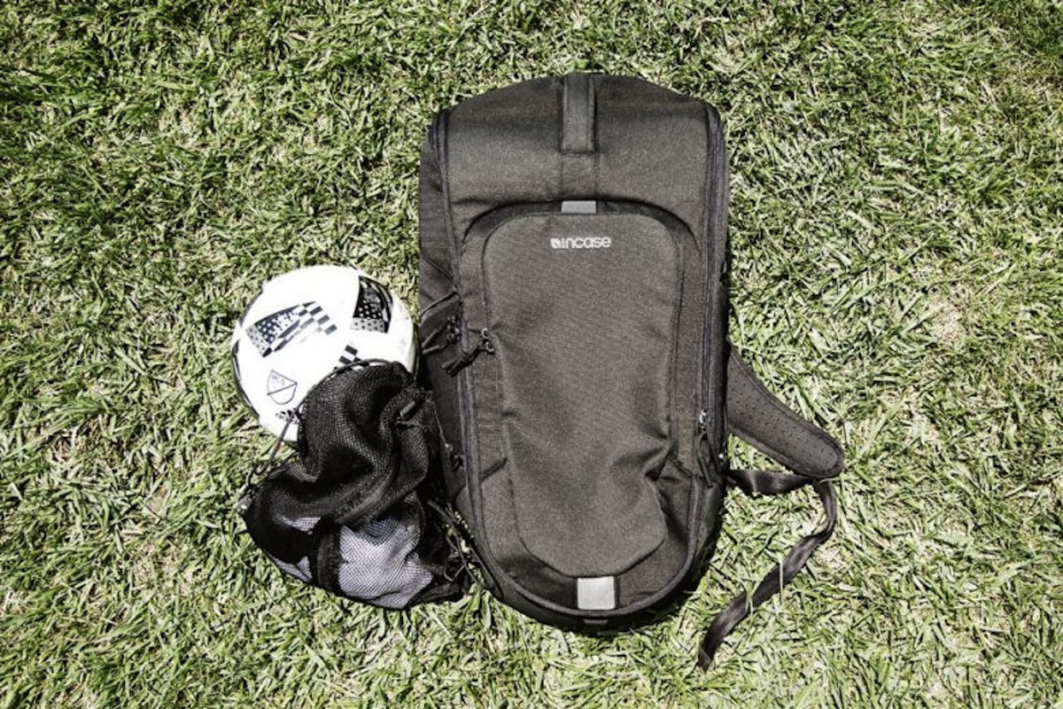 Incase Sport Field Bag 4