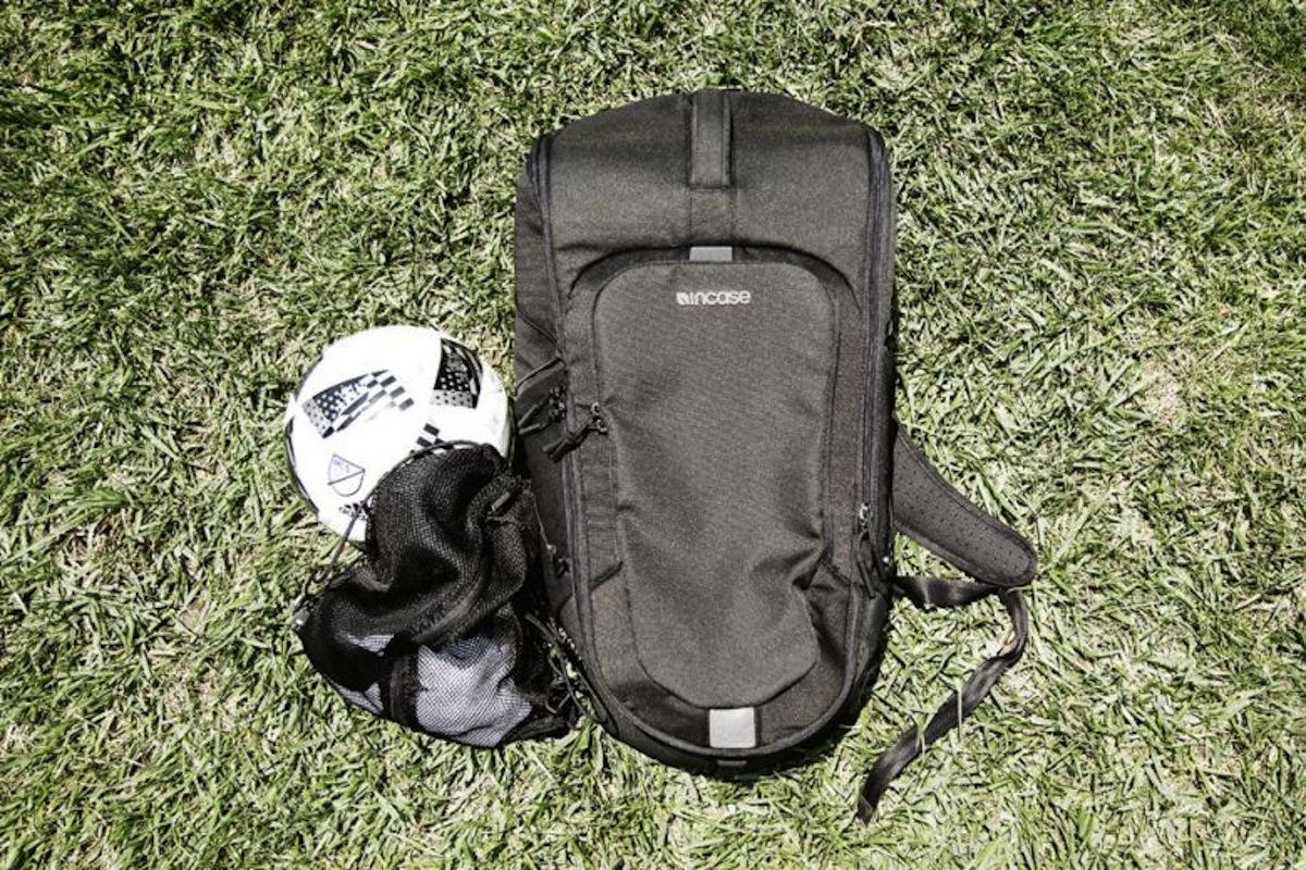 Incase Sport Field Bag 4