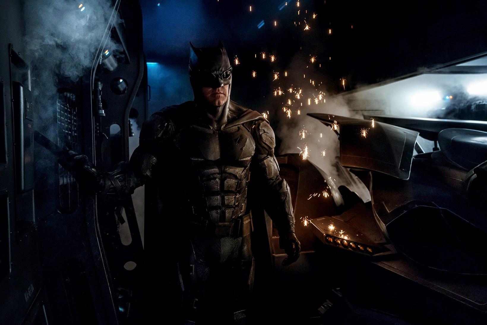 justice-league-zack-snyder-batman-tactical-batsuit-1