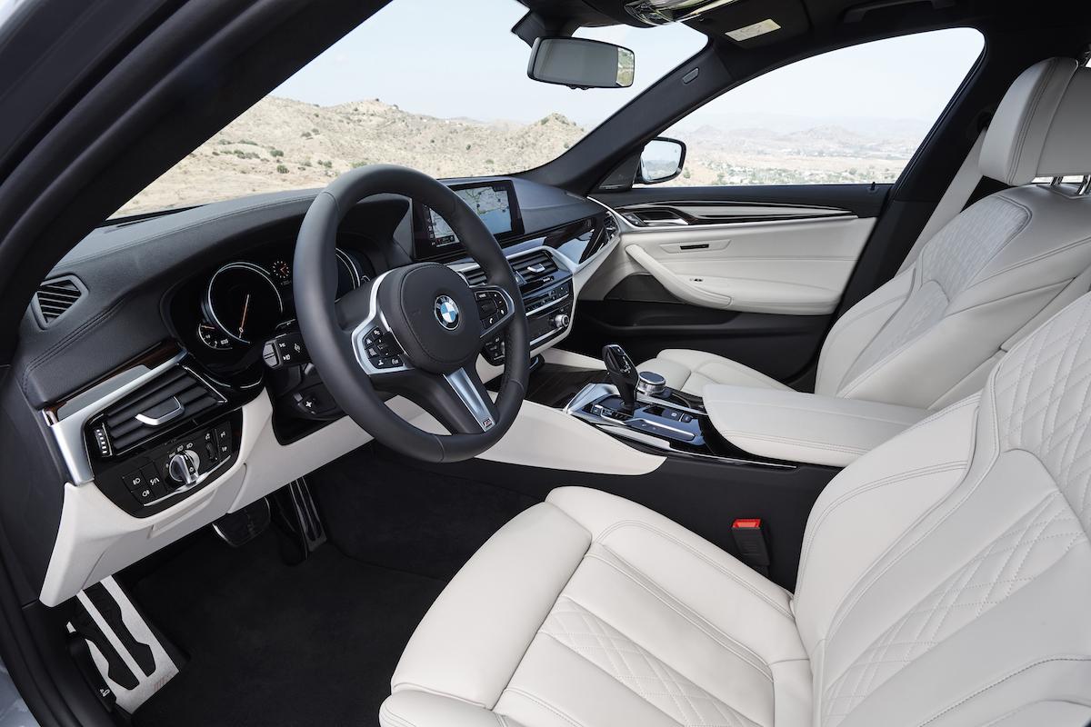bmw-2017-5series-sedan-8