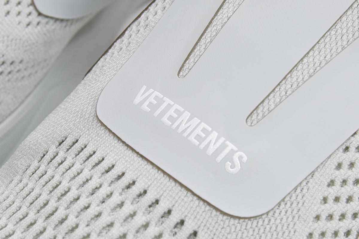 vetements-reebok-pump-supreme-grey-dsm-exclusive-3