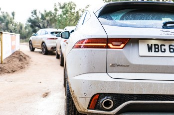 jaguar-e-pace-2018-crossover-suv-corsica-france-4