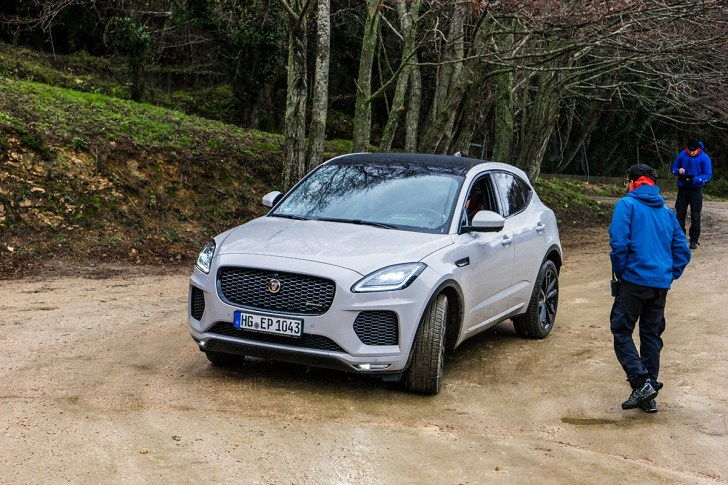 jaguar-e-pace-2018-crossover-suv-corsica-france-8