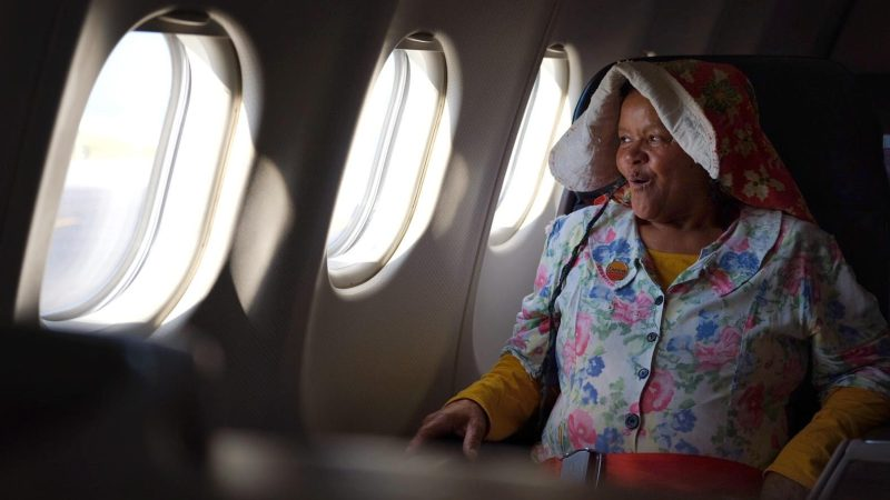 [WATCH] Flying to Italy first-class, 'Tannie Poppie' crowdfunds R100k with famous 'roosterbrood'