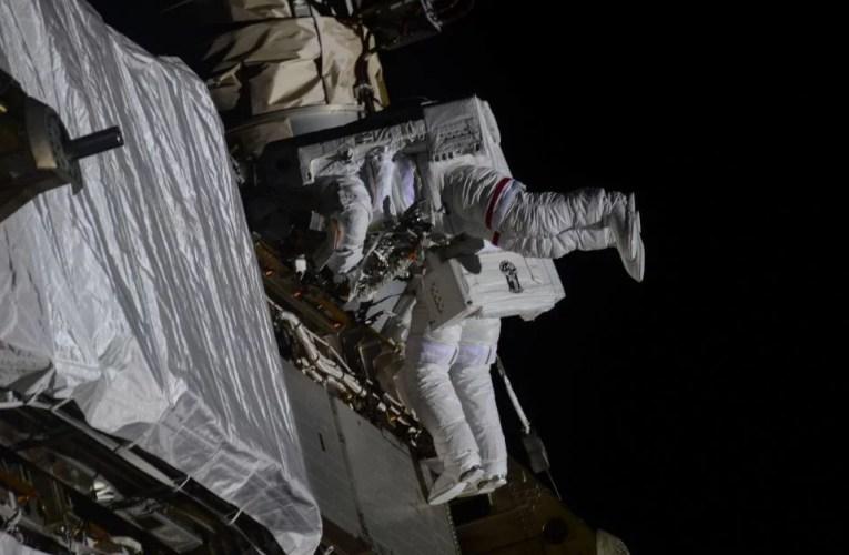 Astronautas de la NASA realizan con éxito el quinto paseo espacial del año