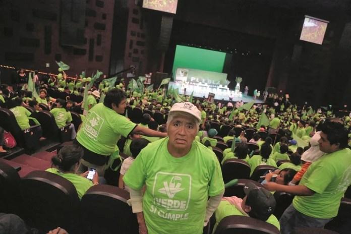 Puebla, Pue. 26-05-2015 Miles de simpatizantes, llevados en decenas de camiones, del Partido Verde Ecologísta de México asistieron a un encuentro con candidatos a diputados federales del PRI - PVEM. Foto.- José castañares/EsImagen!!
