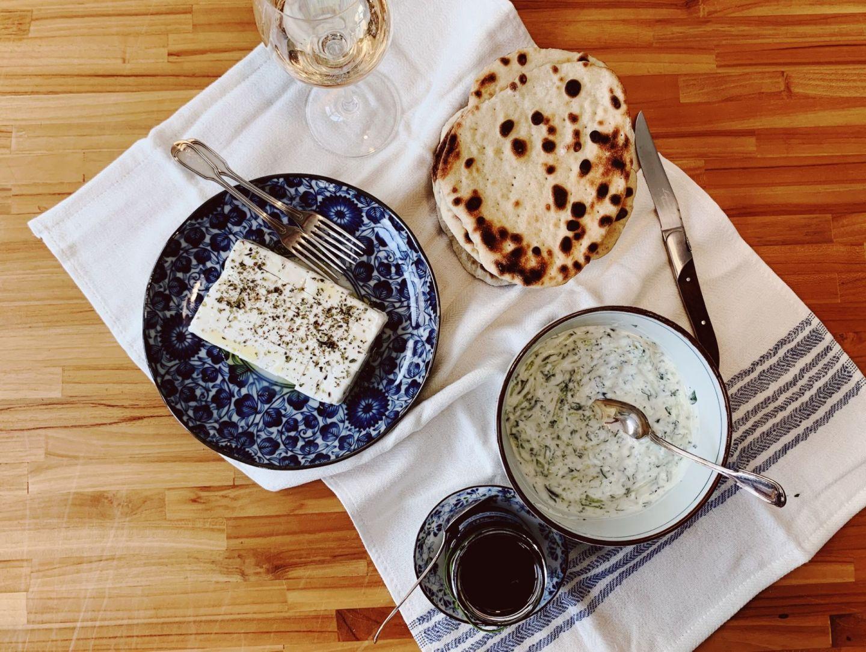 Pão pita grego e tzatziki para o aperitivo