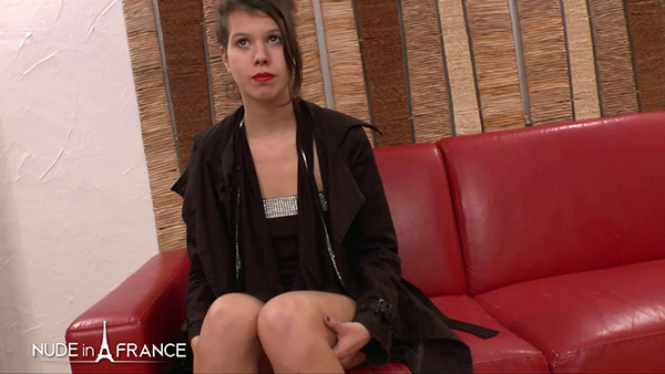 [LaFRANCEaPoil – NudeInFrance] Stella Cosy – Stella, 18 yo, is too tight to get anal fucked at her first casting couch [720p]