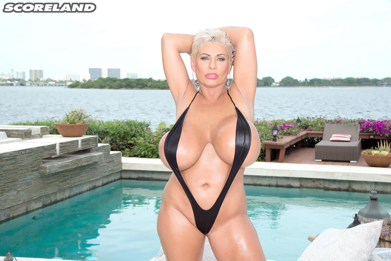 claudia marie as swimsuit stretcher   juicy pornstar