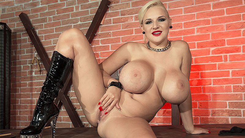 Dolly Fox Fetish – She Is The Queen Of Fetish
