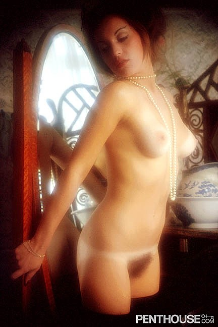Lona Simpson posing nude for the February 1975 issue of Penthouse