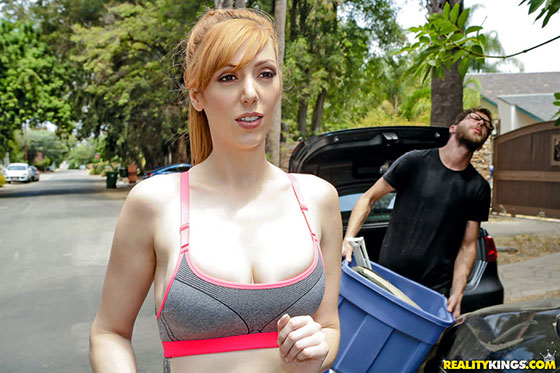 Lauren Phillips (Moving In On Busty Neighbor / 09.06.2017)