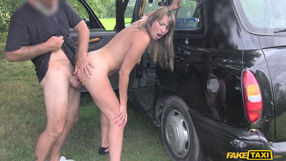 Daphne (Lady in short dress gets creampie / 09.10.2017)
