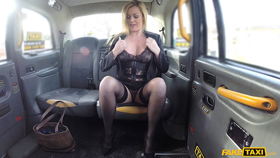 Holly Kiss (Great tits and a sexy MILF arse / 03.11.2018)