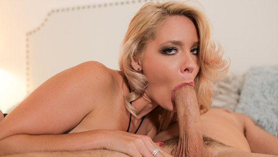 Mom Goes Balls Deep with Lisey Sweet