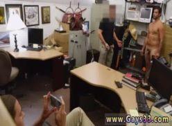 Sexo gay no escritório caiu na internet.