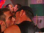 Suruba gay em gay de motoqueiros.