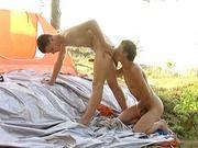 Levou o namorado pra acampar, mamou gostoso.