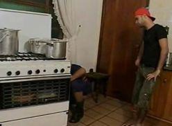 Bombeiro brasileiro comendo o ajudante.
