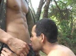 Porno brasileiro – porno no meio do mato.
