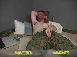 Porno gay amador com o soldado de guerra.