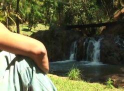 Transando com o namorado na cachoeira.