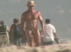 Video amador gay na praia do nudismo.