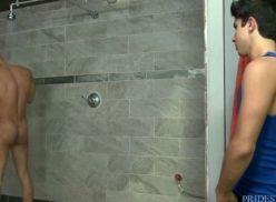 Moreno Dotado me pegando no banheiro.